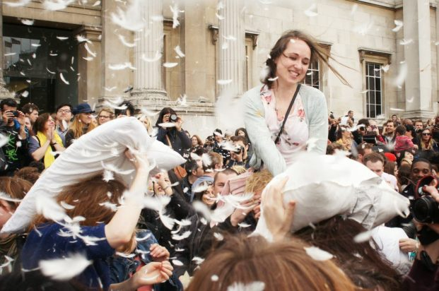 international-pillow-fight-day-trafalgar-square-london-2-1024x680