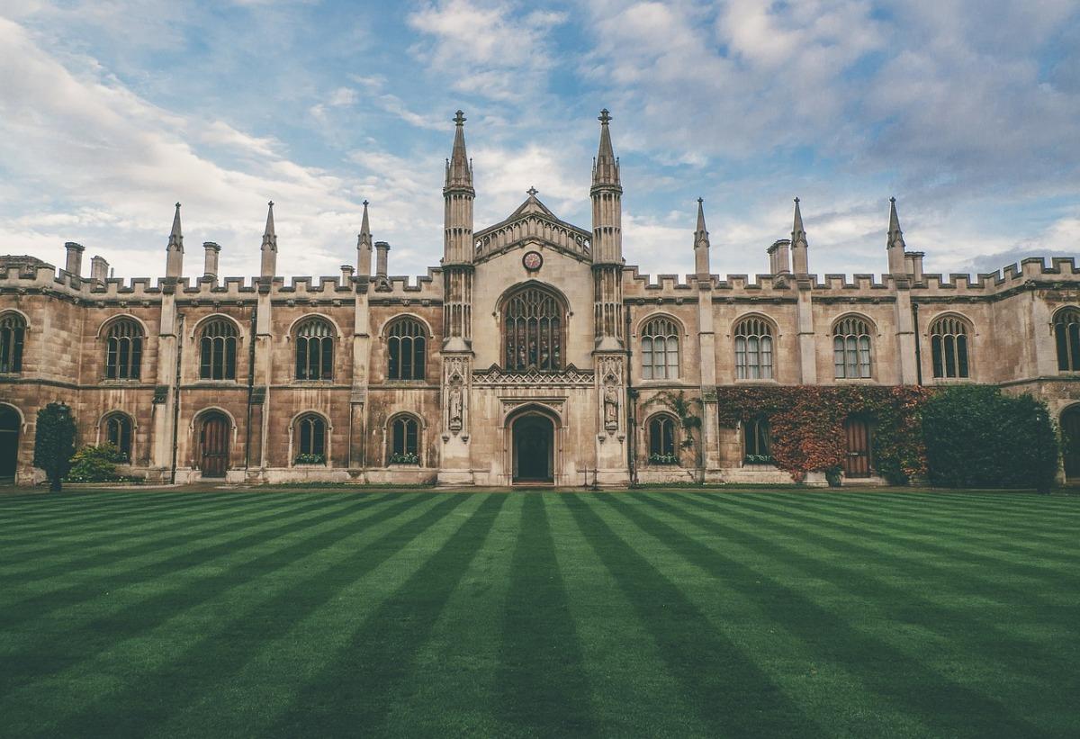 Bolsas de Estudos e 10 melhores Universidades do ReinoUnido